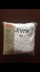 Levi's plain white v neck t-shirts