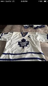 Mats Sundin autographed Maple Leaf captains jersey