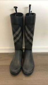 Burberry Gray Clemence Checked Rain Boots Size 8