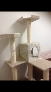 Cat scratcher/play tower Innaloo Stirling Area Preview