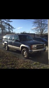 1993 chev suburban 4x4.   *one owner*