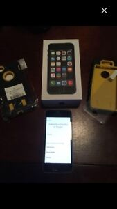 iPhone 5s Like New with box & case