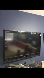 """26"""" Dynex flat screen with wall mount includes"""