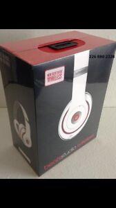 *BRAND NEW* White Dr Dre Studios 2.0 beats headphones *SEALED*