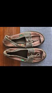 Women's Sanuk sandal shoes - size 8/39