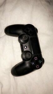 PLAYSTATION 4 CONTROLLER NEED IT GONE ASAP!!
