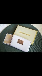 Brand New Michael Kors Multifunctional Wallet / Wristlet