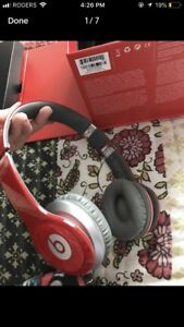 Red beats by dre comes in box