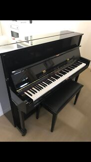 BEALE - UP115M3 black piano & stool