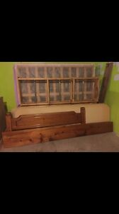 Great condition queen size bed frame and mattress  Kitchener / Waterloo Kitchener Area image 3