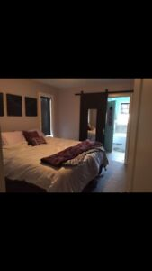 *** PRICE REDUCED *** master bed w/ ensuite. Walk to RDC!