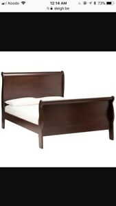Queen size wood sleigh bed