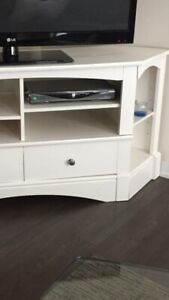 White wood TV cabinet