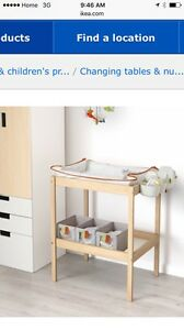 IKEA Changing Table with 1 mattress cover