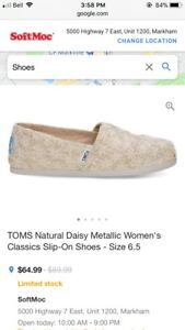 BNIB TOMS Natural Daisy Metallic - Size 7