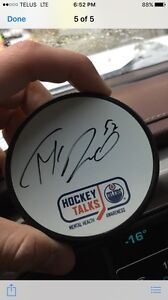 Looking for Connor Mcdavid autographs