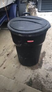 Large 32 Gallon Garbage Can with Wheels