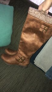 Pair of size 8 women's boots