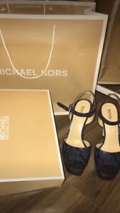 Michael kors open-toe heels in blue embossed leather