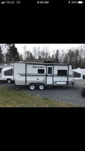 2016 Hybrid Travel Trailer with 3 Pull Out Bunks