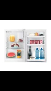 Brand New Fisher & Paykel Bar Fridge 113L Free Delivery Warranty