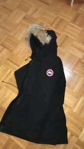 Woman's Canada goose jacket (never worn )