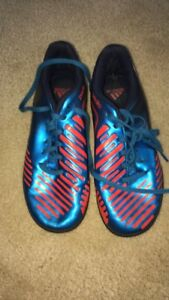Youth size 2 Turf soccer shoes