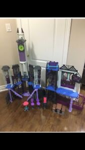 Monsters high dollhouse w/ dolls and accessories