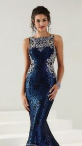BEAUTIFUL BLUE SEQUINNED DRESS SIZE 6 NO ALTERATIONS DONE