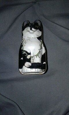 UNIQUE WHITE & BLACK ENAMEL TIN KITTY CAT WITH A FLOWER LEI & MOUSE PILL BOX