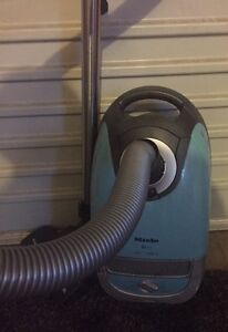 Miele Vacuum with extra bags Elderslie Camden Area Preview