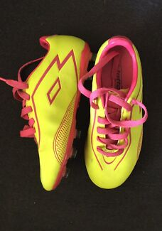Size 2 junior footy boot