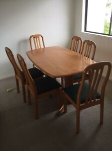 Table and chairs Meadowbrook Logan Area Preview