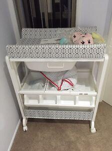 Baby change table bath Shailer Park Logan Area Preview