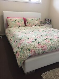 White Queen Bed Shellharbour Shellharbour Area Preview