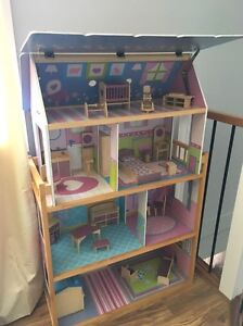 Large doll house Bligh Park Hawkesbury Area Preview
