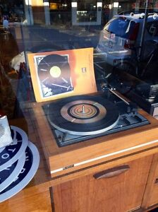 WANTED TURNTABLES, AMPS, SPEAKERS, VINYL RECORDS, CDs Hobart CBD Hobart City Preview