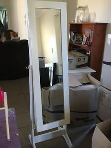 Mirror/Jewellery Case Boronia Heights Logan Area Preview