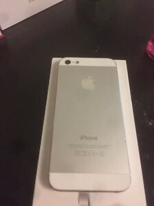 Mint iphone5 16gb locked to bell for 130