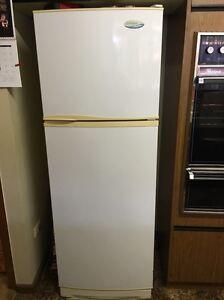WESTINGHOUSE 275l frost free fridge/freezer Wagga Wagga Wagga Wagga City Preview