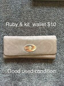Wallet Aberglasslyn Maitland Area Preview