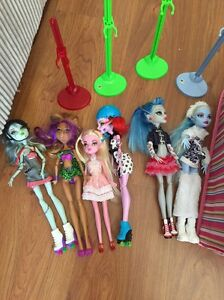 Monster High dolls & School house Nailsworth Prospect Area Preview