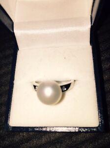 Genuine pearl ring Mooroobool Cairns City Preview