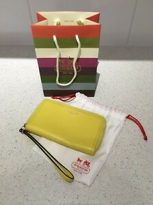 Genuine Coach wallet wristlet coin purse - fits iPhone 6S Maylands Bayswater Area Preview