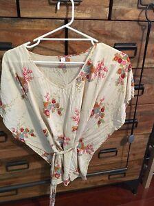 100% silk kimono floral top fits size 8-10 Wattle Grove Kalamunda Area Preview