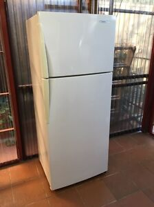Westinghouse 390 L frost free fridge freezer Bexley Rockdale Area Preview
