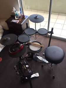 ELECTRONIC DRUMKIT Yamaha DTX502 Mint Condition South Melbourne Port Phillip Preview