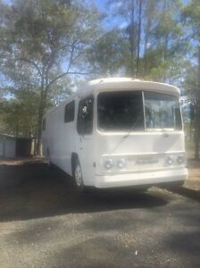 Domino hedges bus/motorhome Coomera Gold Coast North Preview