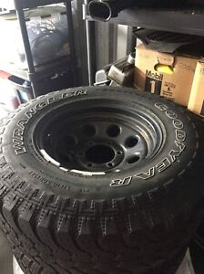 Pro comp style rims with 31x10.5r15s