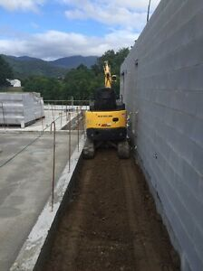 Minni excavator for hire Kamerunga Cairns City Preview